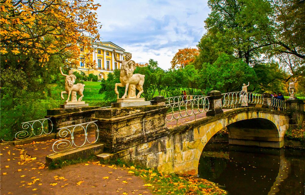 Осенний вид на парк в Павловске